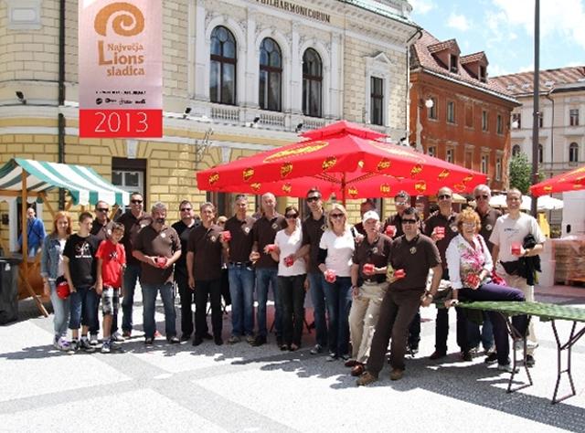 Ekipa LK Forum - največje Lions sladice v letu 2013 na Kongresnem trgu